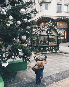 I N S T A G R A M @lindsay @lolindsay -- #christmas #holiday #love
