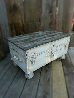 old trunk redo Refurbished Furniture, Repurposed Furniture, Shabby Chic Furniture, Painted Furniture, Shabby Chic Trunk, Vintage Furniture, Trunk Makeover, Furniture Makeover, Old Trunk Redo