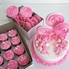 Торт и сладости в розо-белых тонах!! Цвет по желанию может быть любой. • • • • По вопросам стоимости и заказу, пишите в вотсап или вконтанте!!! 89137844442 • •…