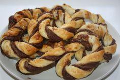 Μια πανεύκολη συνταγή, για αρχάριους, για υπέροχα κουλουράκια νουτέλας με σφολιάτα με 3 μόνο υλικά έτοιμα σε 5 λεπτά για το φούρνο. Σε 15 λ έχετε τραγανά κ
