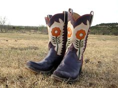 These are my dream cowboy boots! The colors, the flowers... swoon!