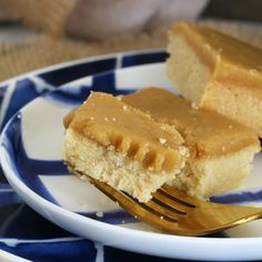 A classic Ginger Crunch Slice based on the original Edmonds Cookbook recipe... with a melt-in-your-mouth shortbread base and delicious ginger caramel icing.