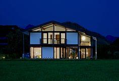 Kundenhaus - Brixental | Außenansicht bei Nacht | Finden sie mehr Informationen zu diesem Kundenhaus auf http://www.davinci-haus.de/haeuser-standorte/kundenhaeuser/wilder-kaiser-brixental/ #Traumhaus #Fertighaus #Holfachwerk
