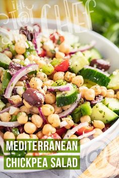 Mediterranean Chickpea Salad is light and refreshing and uses a quick vinegar dressing. Whip this up in under 15 minutes and enjoy this healthy lunch or side all week long! #mediterraneanchickpeasalad #salad Dinner Side Dishes, Summer Side Dishes, Veggie Side Dishes, Side Dish Recipes, Vegetable Sides, Healthy Eating Recipes, Healthy Salads, Healthy Food, Vegan Recipes