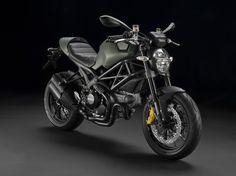 A Ducatti e Diesel juntaram-se para criar  o acessório de moda urbana perfeito.  Até o Mr. Magoo ficava cool.