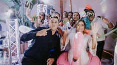 La fiesta de tu boda con temática pool party, kits de piscina, flotadores y mucha diversión. Crown, Fashion, Bobbers, Weddings, Party, Moda, Corona, Fashion Styles, Fashion Illustrations