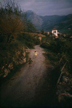 William Albert Allard - Girls running home, Behorleguy, France, 1967