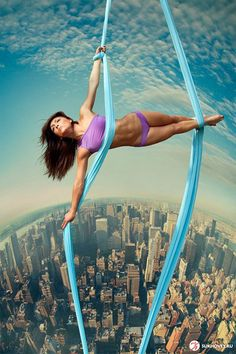 Beautiful World : Today's Collection of Cool Pics Aerial Acrobatics, Aerial Dance, Aerial Hoop, Aerial Arts, Aerial Silks, Aerial Gymnastics, Silk Dancing, Circus Art, Yoga Dance