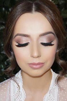 42 Magnificent Wedding Makeup Looks For Your Big Day - Makeup Inspo - Make-up Fresh Wedding Makeup, Natural Wedding Makeup, Wedding Hair And Makeup, Beach Wedding Makeup, Hair Wedding, Wedding Looks, Wedding Nails, Natural Makeup, Wedding Dresses