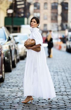 Barbara Victoria Montalvo in The Row Basic Style, Simple Style, White Outfits, Stylish Outfits, Looks Style, My Style, Vogue, Mode Inspiration, White Style