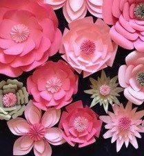 Papel flores telón de fondo de la boda arco por LavishInspirations                                                                                                                                                                                 Más