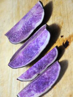 Blue potatoes: The anthocyanin antioxidants in rare—but tasty!—blue potatoes reduce inflammation that can lead to bad moods. Their skin is also packed with iodine, which helps stabilize thyroid hormone levels, thus warding off mood swings. Blue Potatoes, Grow Potatoes, Thyroid Health, Thyroid Gland, Thyroid Hormone, Up For The Challenge, Healthier You, Good Mood, How To Relieve Stress