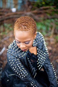caliente africano rubia