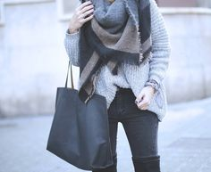 LOOK CON JEANS Y BOTAS POR ENCIMA DE LA RODILLA II  Maxi scarf OTK boots and oversized jumper fashion blogger street style