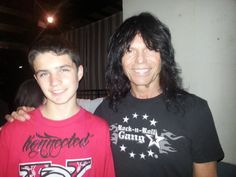 Rudy Sarzo with the son of Jeff Loux, at the 8/20/13 Sacramento QR show.