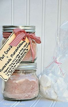 Life At Cobble Hill Farm: 6 Weeks Of Holiday Food Gift Ideas - Week Hot Cocoa Mix with Homemade Marshmallows Chocolate Lollies, Hot Chocolate Mix, Homemade Food Gifts, Edible Gifts, Diy Gifts, Flavored Marshmallows, Homemade Truffles, Alcohol Gifts, Hot Cocoa Mixes