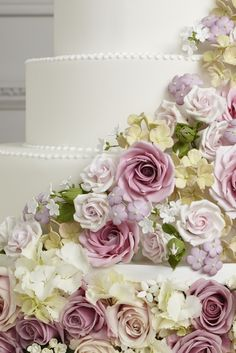 Beautiful sugar flowers by Peggy Porschen. You've got to see them close up--just gorgeous!