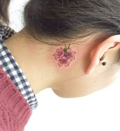 15 Of The Smallest, Most Tasteful Flower Tattoos