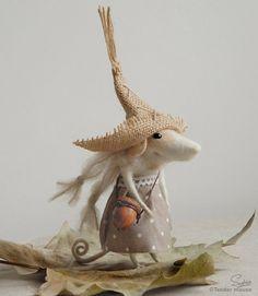 Felt mouse felted pouse cute figurine needle mouse by TenderMouse Needle Felted Animals, Felt Animals, Needle Felting Tutorials, Felt Mouse, Cute Mouse, Wet Felting, Felt Dolls, Soft Sculpture, Felt Art