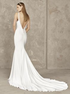 Mermaid-style wedding dress with white beading Wedding Dresses With Straps, Mermaid Dresses, Dress Straps, Mermaid Style, Winter 2017, Beading, Fashion, Mermaid, Wedding Gowns
