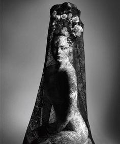 """Christina Ricci fotografiada por Daniele Duella and Iango Henzi para Visionaire 60 """"Religion"""" por Riccardo Tisci"""
