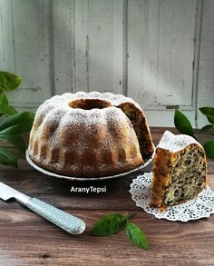 Ritkán sütök kuglófot, nem is tudom miért. Most kaptam egy új formát, így azt ezzel a torta darás finomsággal avattam fel. Egyszerű, íz... My Recipes, Cooking Recipes, Ring Cake, Pound Cake, Diy Food, Scones, Muffin, Food And Drink, Pudding