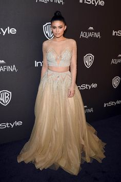 Kylie Jenner Attends Golden Globes After Party With Kourtney Kardashian: Photo Kylie Jenner wows in a two piece ball gown at InStyle and Warner Bros.'s 2016 Golden Globe Awards Post-Party held at The Beverly Hilton Hotel on Sunday night (January… Kylie Jenner Outfits, Kylie Jenner Vestidos, Kylie Jenner Mode, Looks Kylie Jenner, Estilo Kylie Jenner, Kris Jenner, Tulle Prom Dress, Prom Dresses, Formal Dresses