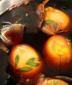 Ostereier färben mit braunen Zwiebelschalen