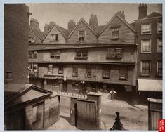 In the streets of London in 1880 - The green box
