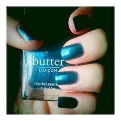 Classic Bluey manicure via @thestylerawr