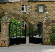 portail ancien en fer forg ajour portails en fer forg portails et piliers mat riaux. Black Bedroom Furniture Sets. Home Design Ideas