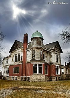 Abandoned Victorian home built for lumber baron Clarence Hill in 1886 in the Cathedral District of Saginaw, MI, Photo by PureSaginaw.com