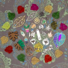 Fall is just around the corner... create something memorable with our large variety of unique jewelry supplies! Diy Home Crafts, Creative Crafts, Arts And Crafts, Halloween Crafts For Kids, Fall Halloween, Hand Embroidery, Embroidery Designs, Tree Leaves, Cute Diys