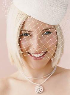 So it is very important that you look great on your wedding day. So here are a few ideas for the short wedding hairstyles for which you can opt and can look great. Bridal Veils And Headpieces, Headpiece Wedding, Bridal Hair, Popular Short Hairstyles, Different Hairstyles, Wedding Hairstyles 2017, Short Hair Cuts, Short Hair Styles, Chin Length Hair