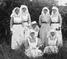 Canadian Nursing Sister uniform – part 1 – Service Dress – A tribute to some women and men who served in armed conflicts Canadian Soldiers, Canadian Army, Canadian History, Nurse Pics, Nurse Photos, Vintage Nurse, Vintage Medical, World War One, First World