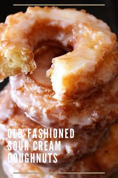 Old-Fashioned Sour Cream Doughnuts – kieganson recipes Old-Fashioned Sour Cream Donuts – Kieganson Rezepte Delicious Donuts, Delicious Desserts, Yummy Food, Baked Donut Recipes, Baking Recipes, Baked Sour Cream Donut Recipe, Apple Fritter Recipes, Baked Donuts, Beignets