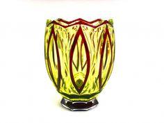 SALLE DE VENTES ABC : CRISTAL VAL SAINT LAMBERT, vase Art Déco en cristal ouraline doublè rouge, création de Joseph SIMON pour le catalogue Cristaux de Fantaisie, époque 1925-1926, h 20,5 cm, belle qualité
