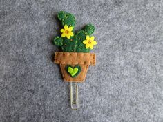 Felt Diy, Felt Crafts, Diy And Crafts, Crafts For Kids, Felt Flower Bouquet, Felt Flowers, Paper Flowers, Paperclip Crafts, Felt Applique