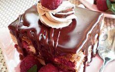 s604x0_prajitura_cu_ciocolata_si_zmeura Santa, Sweets, Cake, Desserts, Food, Tailgate Desserts, Deserts, Gummi Candy, Candy