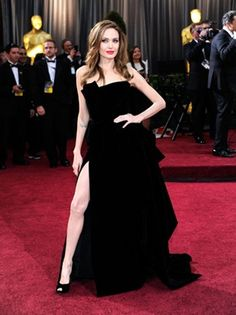 The whole Oscar night with Angelina always posing with her leg/knee exposed....from the red carpet to the stage when she presented............total absolute turn off!   She has really gotten tooooo skinny!