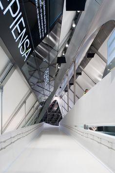 Zaha Hadid Architects-Zaragoza Bridge