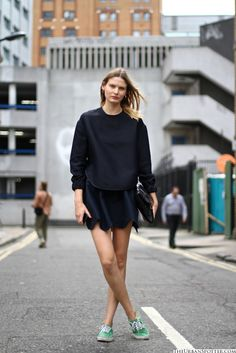 Journelles - Your Daily Dose of Fashion, Beauty + Interior Vanz, Cool Outfits, Fashion Outfits, Women's Fashion, Model Street Style, Street Look, Street Chic, Style Snaps, Victoria