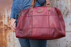 a5e460d323d Bolso de mujer Lois. Ideal para llevar en la mano o de bandolera. Color