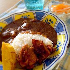 今日のお昼ご飯です。お弁当に入れたタンドリーチキンの残りをトッピングしました。 - 7件のもぐもぐ - じっくり煮込んだ欧風チキンカレータンドリーチキンの添え by yasukosakutrW