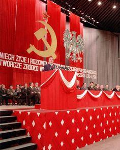 Zobacz jak w PRL obchodzono Narodowe Święto Odrodzenia Polski