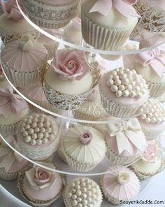 Düğün pastasının yerini birazda cupcake bırakalım.