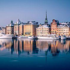 "karl on Instagram: ""Morgonspegel.... #gamlastan #stockholm #stockholm_insta #stockholmworld #viewstockholm #visitstockholm #igscstockholm #igsweden…"" Visit Stockholm, Louvre, Mansions, House Styles, World, Building, Travel, Instagram, Sweden"