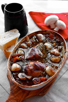 Slow cooked rabbit stew with mushrooms, carrots and beer Rabbit Stew, Savoury Dishes, One Pot Meals, Chicken Wings, Slow Cooker, Carrots, Stuffed Mushrooms, Beer, Tasty