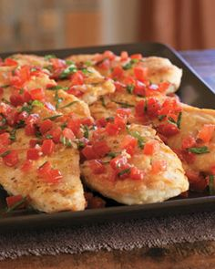 Double Lemon Chicken Breasts with Fresh Tomato Basil Salsa - 5 plum tomatoes - fresh basil leaves - minced garlic - olive oil - flour - 4 lemons - chicken - grapeseed or olive oil for cooking Turkey Recipes, Chicken Recipes, Cooking Recipes, Healthy Recipes, Cooking Food, Free Recipes, Food Dishes, Main Dishes, Lemon Chicken