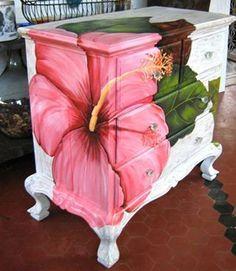 comoda pintada a mano con flor de cayena